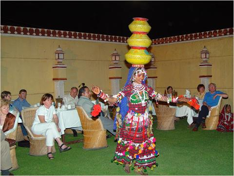 http://www.travelmarg.com/images/resorts_hotels/111/Traditional%20Rajasthani%20folk%20dance_1211182916906_L.jpg