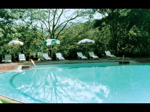 Kerala hotel kerala resort holiday packages 2 nights 3 days premium temptation pool villa for Kodaikanal cottage with swimming pool
